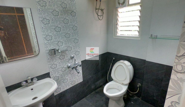 Bathroom Rental Flat Benson Town