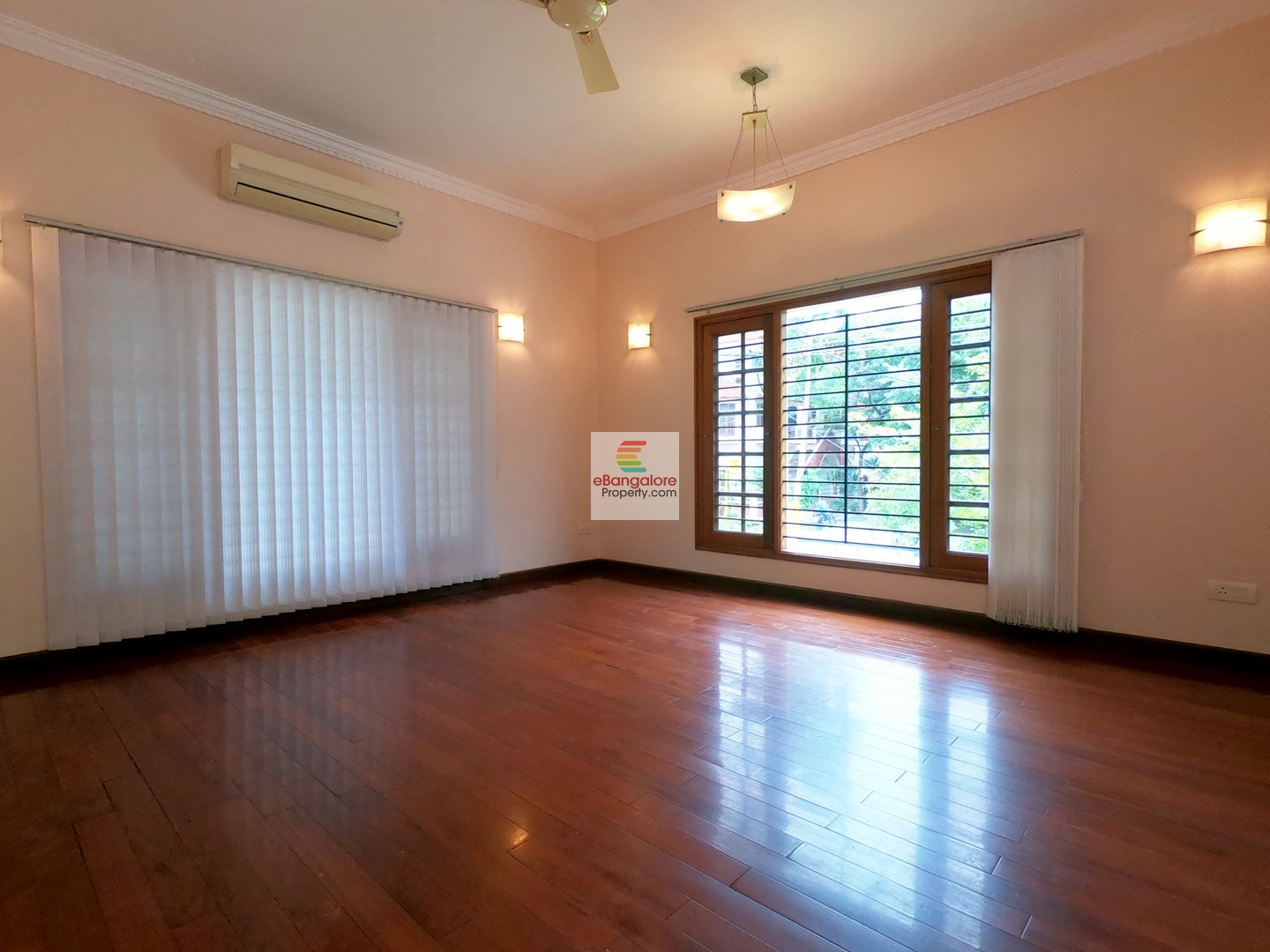 Kasturi Nagar BDA – 3BHK Bungalow with Home Theater for Sale – Walkable from ORR