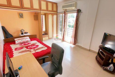 Master-Bedroom-with-Balcony