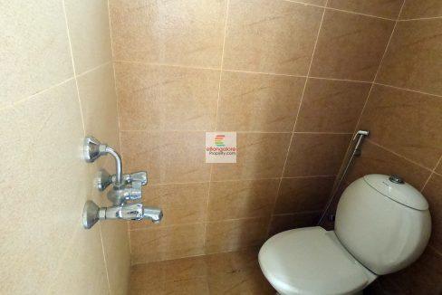 servant-bathroom