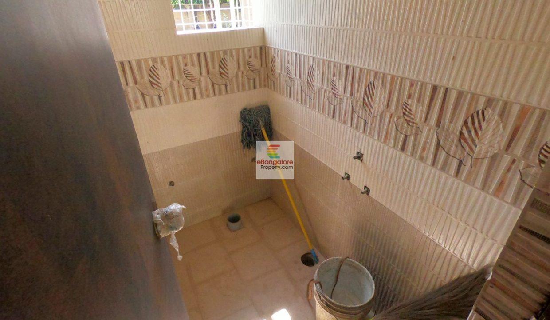studio-bathroom.jpg