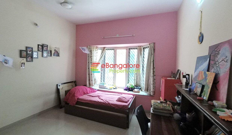 villa-for-sale-in-kr-puram.jpg